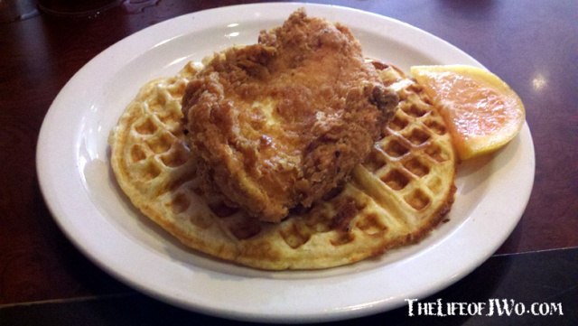 Cafe_Eclectic_chicken_n_waffle