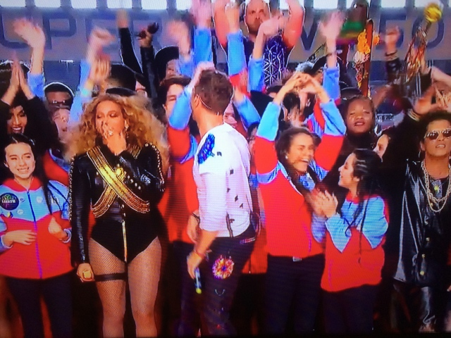 SB50_Beyonce-fan